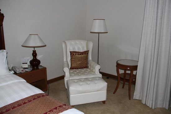 Royale Chulan Kuala Lumpur: Chair and footstool