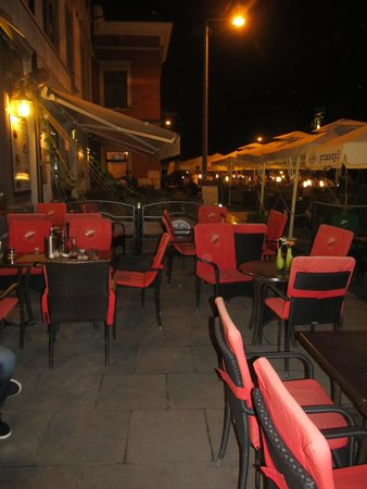 Ptaszyl: Outside seating area