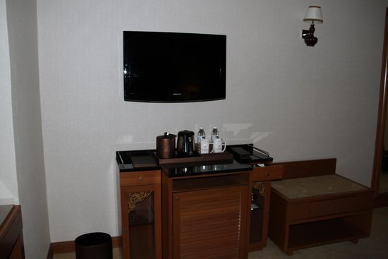 Royale Chulan Kuala Lumpur: TV and Tea/Coffee
