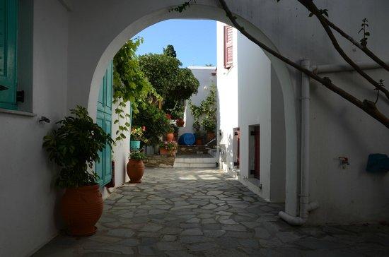 Hotel Aegean Village: Courtyard