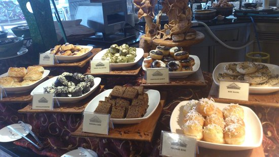 The Royale Chulan Kuala Lumpur: Breakfast buffet Cakes and Pastries