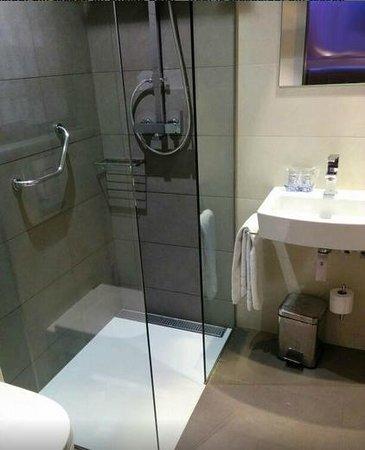 Hotel Barcelona House : Bagno stanza 303