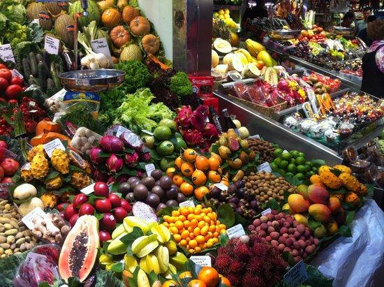 St. Josep La Boqueria: Etal de fruits asiatiques