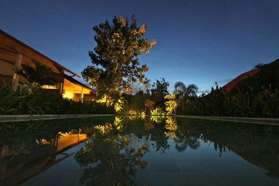 Casa Asia: swimming pool by night