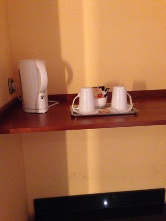 Radisson Blu Hotel, Paris Charles de Gaulle Airport: Tea/coffee facility in the room (is this 4 star really?)