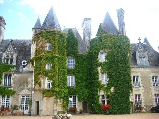 Château Golf des Sept Tours : Vue coté piscine