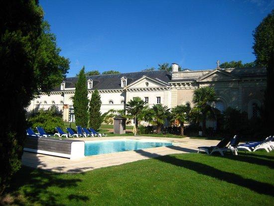 Château Golf des Sept Tours : piscine chauffée