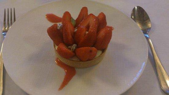 Le Bibent: Tartelette fraise et pistache torréfiée