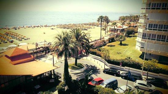 Hotel Tropicana: Dicht bij het strand, winkeltjes, restaurants ...