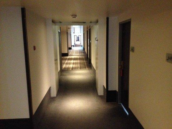 Steigenberger Hotel Berlin: Бесконечный лабиринт коридоров)