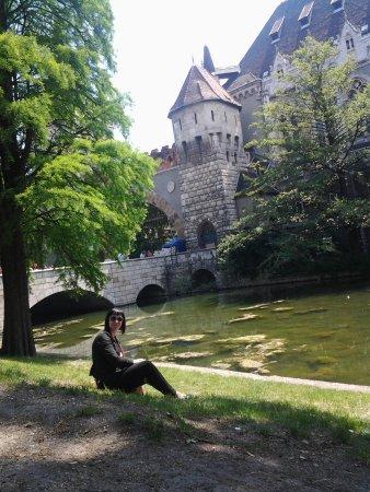 Place des Héros : Замок.