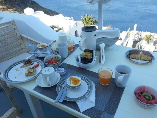 Manos Small World: Delightful breakfast