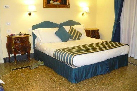 Welcome Piram Hotel : pokój duży, a łóżka wygodne