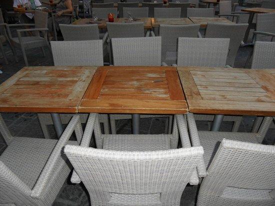 Le Bananier : Niet echt uitnodigend om hier te gaan zitten