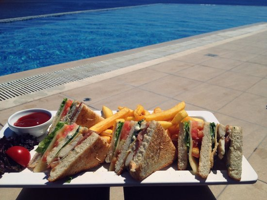 Michelangelo Resort and Spa: Club sandwich from pool bar