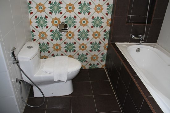 The Grand Jade Hotel: WC and Bath