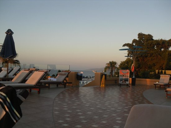 Imperial Belvedere : Top pool