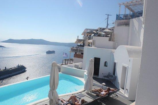 Cosmopolitan Suites Hotel: View