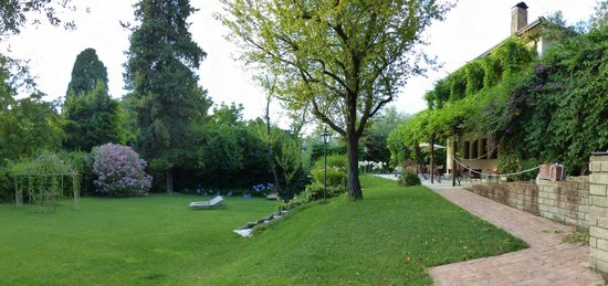 Villa Magnolia Relais: View of the garden