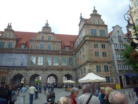 Dluga Street (ul. Dluga): Porta Verde