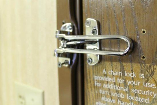 """Baymont Inn & Suites Chicago/alsip: Lock for """"safety""""."""