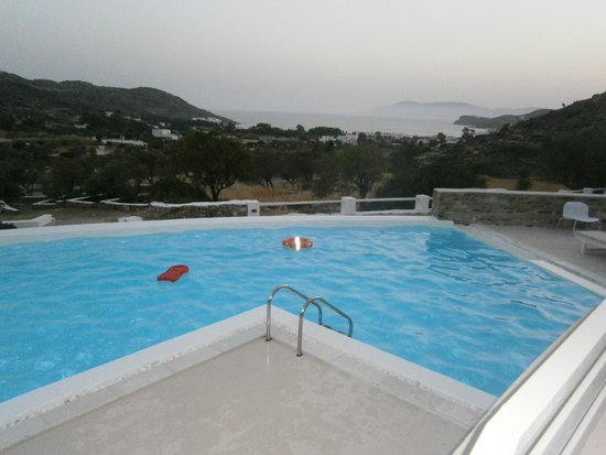 Ostria Village: The brand new pool and the veiew to Milipotas beach