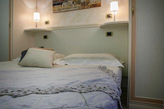 Pensione Degli Ulivi: camera 12 con ampio balcone vista mare