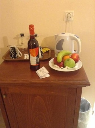 SENTIDO Vasia Resort & Spa : complimentary fruit and wine