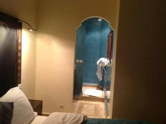 Riad Dar L'Oussia: to the bathroom