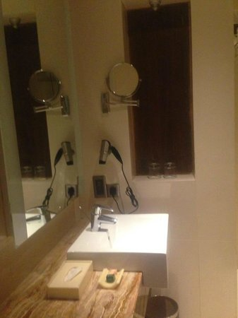 Meluha The Fern - An Ecotel Hotel, Mumbai: clean bathrooms
