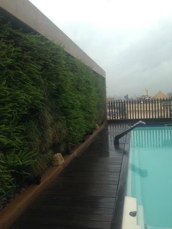 Meluha The Fern - An Ecotel Hotel, Mumbai: pool area on the top floor