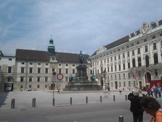 Historisches Zentrum von Wien: Памятник монархам.