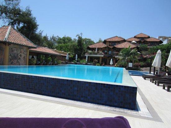 Poshanu Resort: Pool