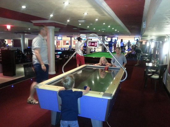 Sunset Resort: Bowling area
