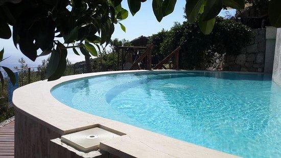 Lissiya Hotel: The jacuzzi pool