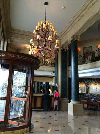Hotel du Louvre: le hall d'entrée