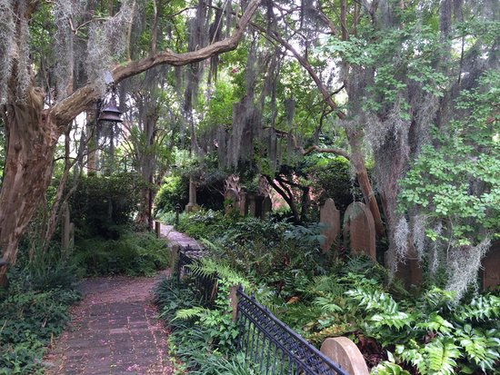 Unitarian Church in Charleston: Just how it should look