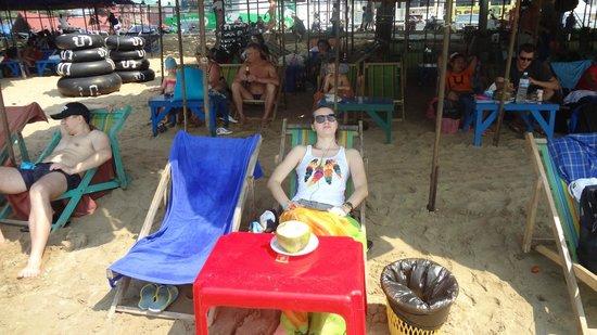 Jomtien Beach : Подремывая в шезлонге