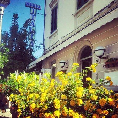 Hotel Nuova Italia: La facciata