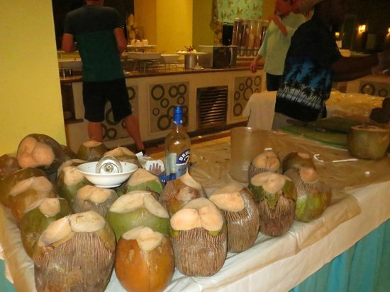 Now Larimar Punta Cana: fresh coconut drinks