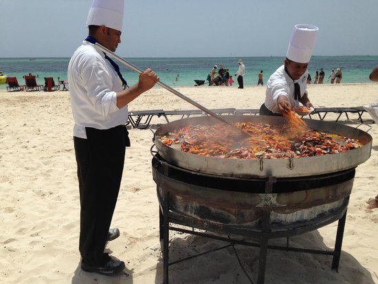 Now Larimar Punta Cana: seafood paella on the beach