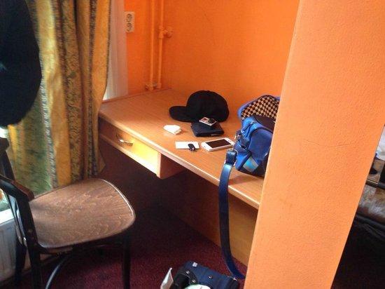 Amsterdam Hostel Uptown: Scrivania