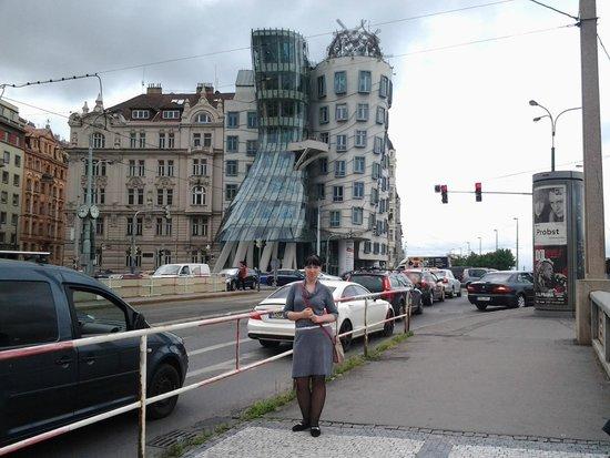 Discover Prague Tours: Танцующий дом. Второй наш день в Праге. Погода подкачала...
