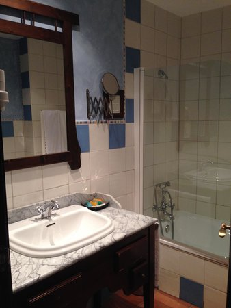 Hotel Cerro Del Sol: Baño de la Habitación Luarca