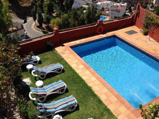 Hotel Cerro Del Sol: Vista de la piscina desde Habitación Luarca