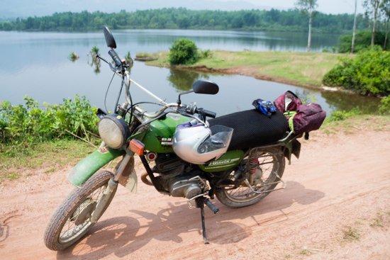 Hoi An Motorbike Adventures : Mountains and Delta Tour