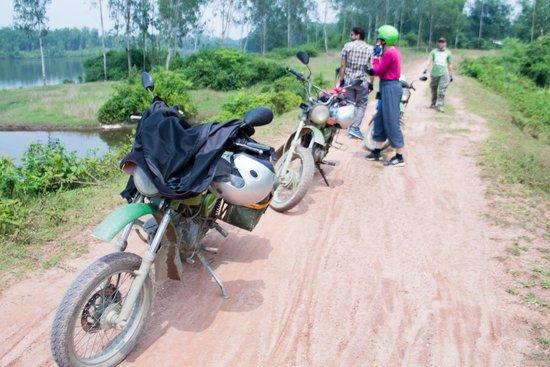 Hoi An Motorbike Adventures: Mountains and Delta Tour