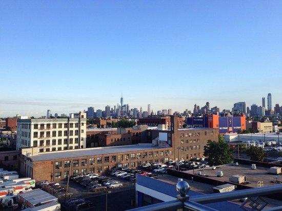 Hotel Le Bleu : Brooklyn skyline from 7th floor room