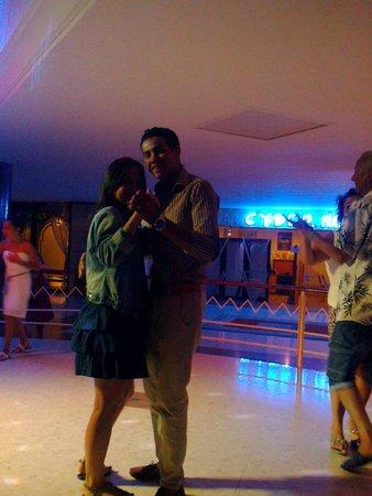 Atlas Amadil Beach: Вечером, танцы, с самым замечательным аниматором Самом!)
