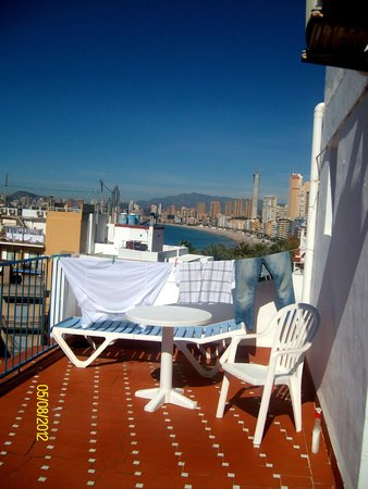 Hotel Internacional: My 'little' terrace, complete with washing line !